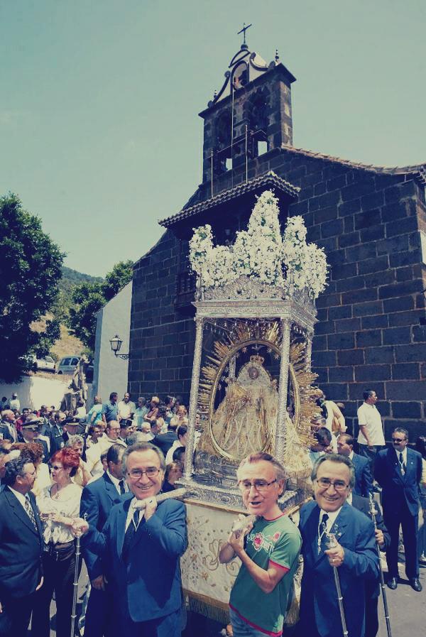 El cantante de El Ejido en pleno fervor mariano y multiplicador