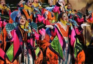 """La murga infantil """"Los desinquietos"""" durante un concurso carnavalero."""