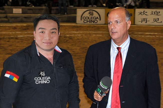 Jose Manuel Pitti entrevistando al Pollito Agridulce para la RTVC
