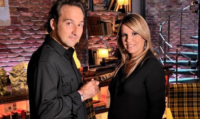 Iker Jiménez y su compañera Carmen Porter. Fuente: Vaya Tele