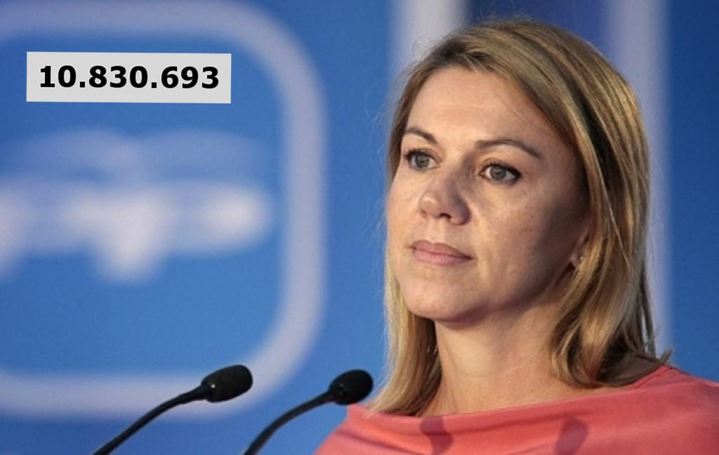 La secretaria general del PP presenta la fatídica cifra de votantes mediante una avanzada holografía