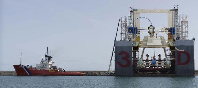 La gran impresora 3D a su llegada al Puerto de Santa Cruz.