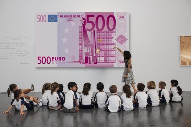 Los mas pequeños descubren con sorpresa la existencia del billete morado.