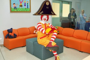 Ronald McDonald hace un guiño a La Palma adaptando su estética a las tradiciones locales.