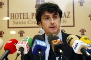 Radio Felipe da la oportunidad al abogado de pasar casi todo el día entre micrófonos.