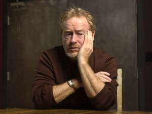 Ridley Scott ve acercarse al cartero con otra remesa de cartas y dvds enviados por el grupo Instinto Cómico.