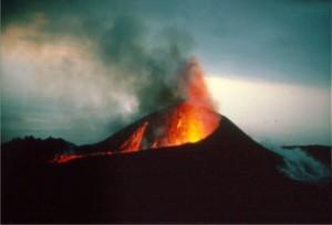 Las autoridades confían en que la suerte haga coincidir los lanzamientos de los reos al Teneguía con alguna erupción, para que gane en dramatismo y carácter disuasorio