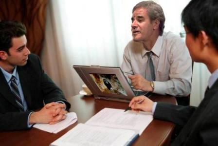 El hermano gemelo de Luis Morera, en una imagen de archivo de la gestoría donde trabaja.