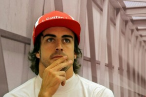 Alonso sigue con atención la masterclass de Kike Romero, el Maikelnái