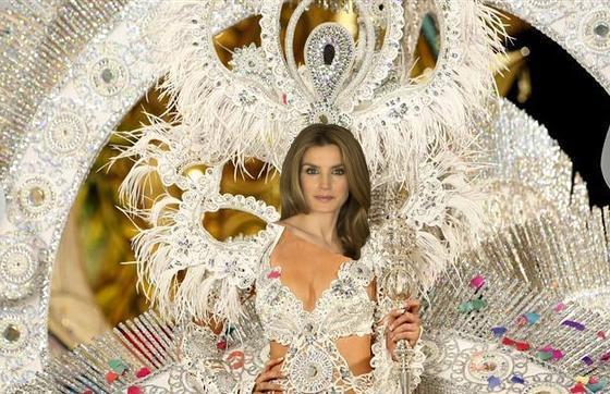 El diseñador canario admite que le gustaría vestir a Letizia de reina pero ha de conformarse con estas torpes tentativas con Photoshop.