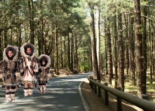 Bajo sus ropas, los esquimales han tenido que incorporar una manta esperancera como protección extra.
