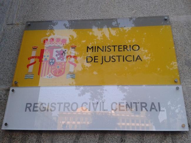 Placa en el Ministerio de Justicia