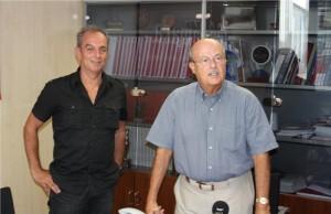 El diputado José Segura, acompañado del único canario que ha querido escuchar sus propuestas