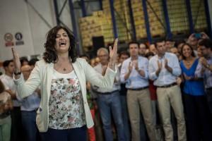 Carmen Luisa Castro cantando alguno de sus nuevos temas (imagen Diario de Avisos).