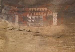 La firma de José Manuel Soria en la Cueva Pintada de Gáldar.