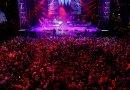 Carnavalero irredento sigue bailando en la plaza de España para batir su propio récord